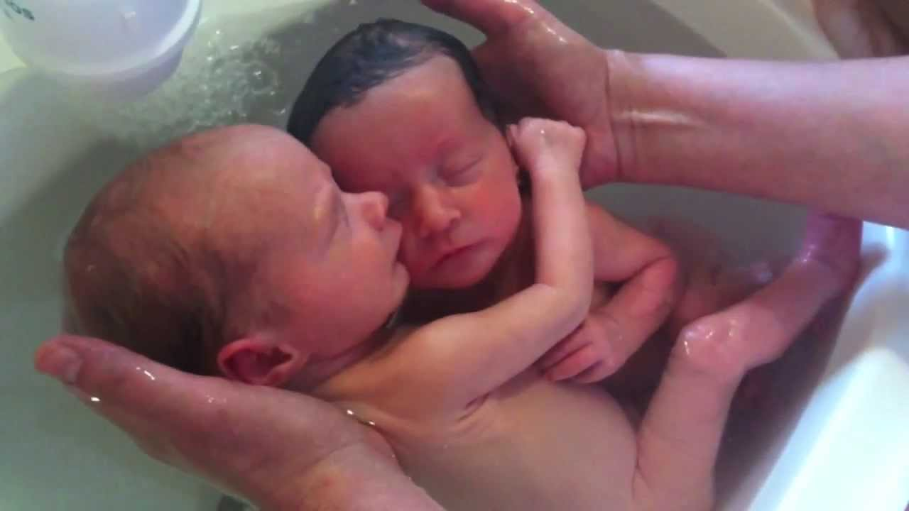 Adorable Moment of Newborn Twins First Bath