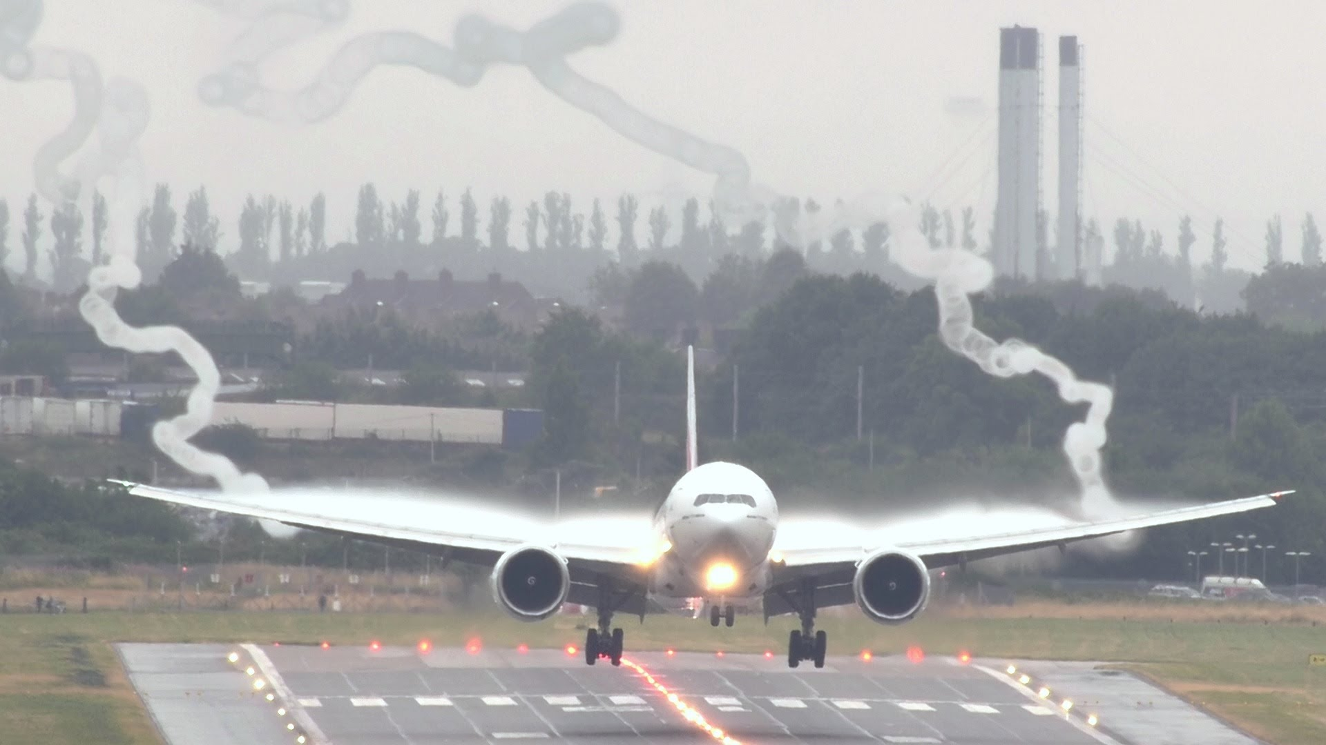 Spectacular Boeing 777 Wake Vortex