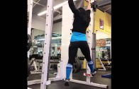 This Seriously Fit Woman Do Pull-Ups While Dancing