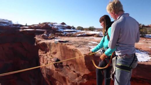 Boyfriend Pushes Girlfriend Off Cliff – Insane Rope Swing