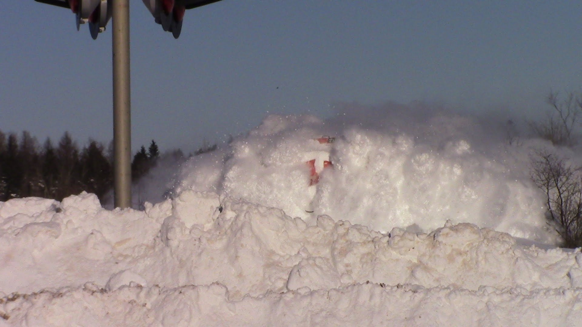 Canadian Train Blasts Through Massive Snowdrifts