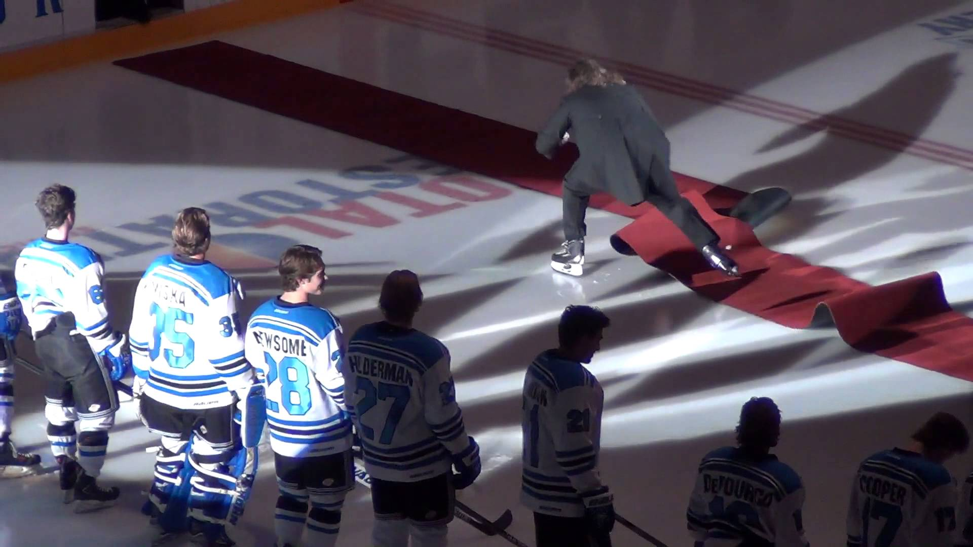 This National Anthem Singer Takes A Fall But Keeps Singing